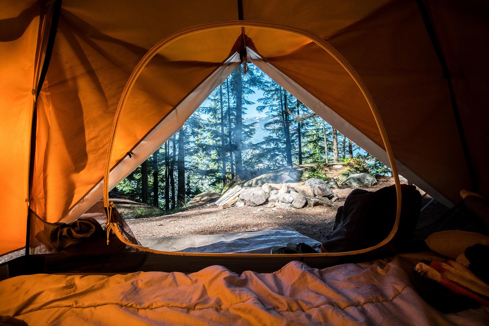 10 avantaje ale campingului